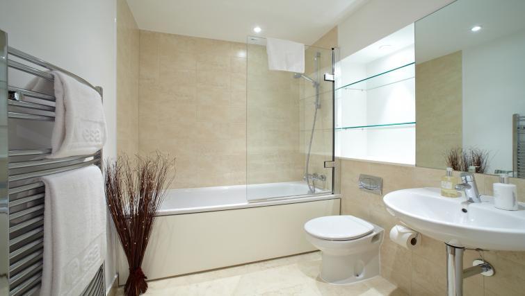 Bathroom at Pennant House Apartments - Citybase Apartments